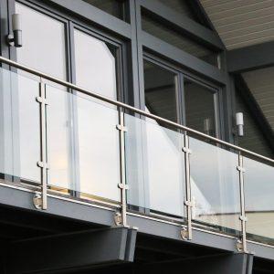 Balcon : adoptez la tendance avec un garde-corps en verre